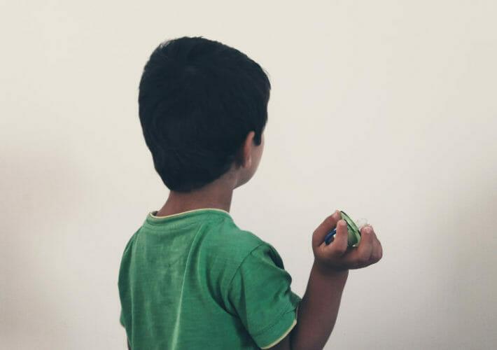 Gestion des émotions d'un enfant qui décide de jeter sa tétine